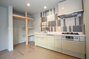 キッチンと食品棚